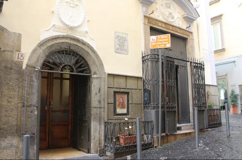 facciata Chiesa di Santa Maria Francesca delle Cinque Piaghe