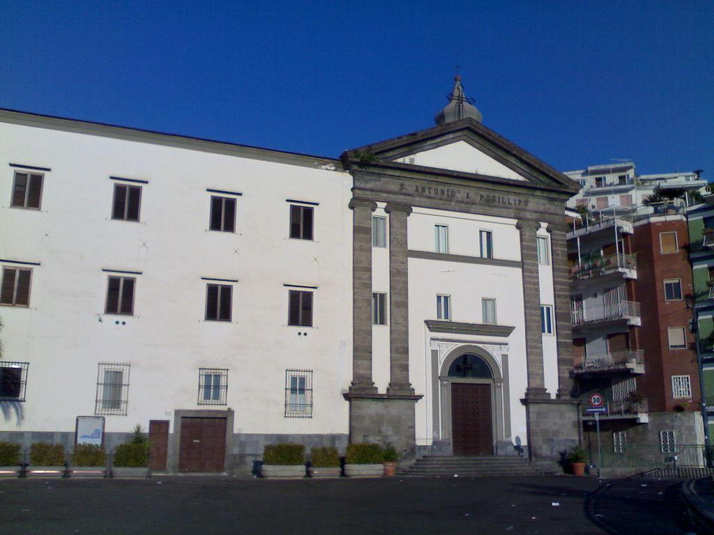 facciata Chiesa di Sant'Antonio a Posillipo