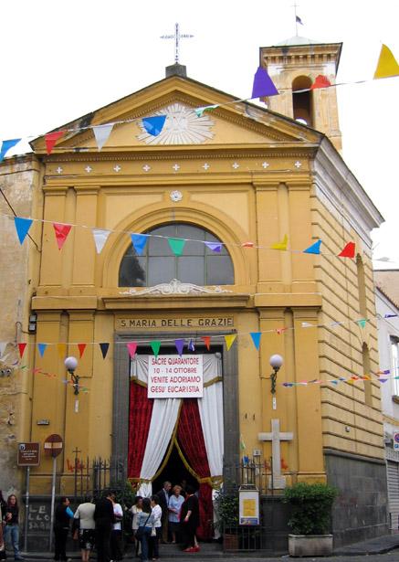 facciata chiesa santa maria delle grazie a Capodimonte