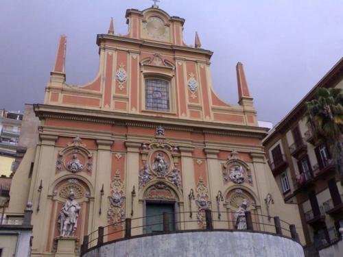 facciata chiesa santa teresa a chiaia