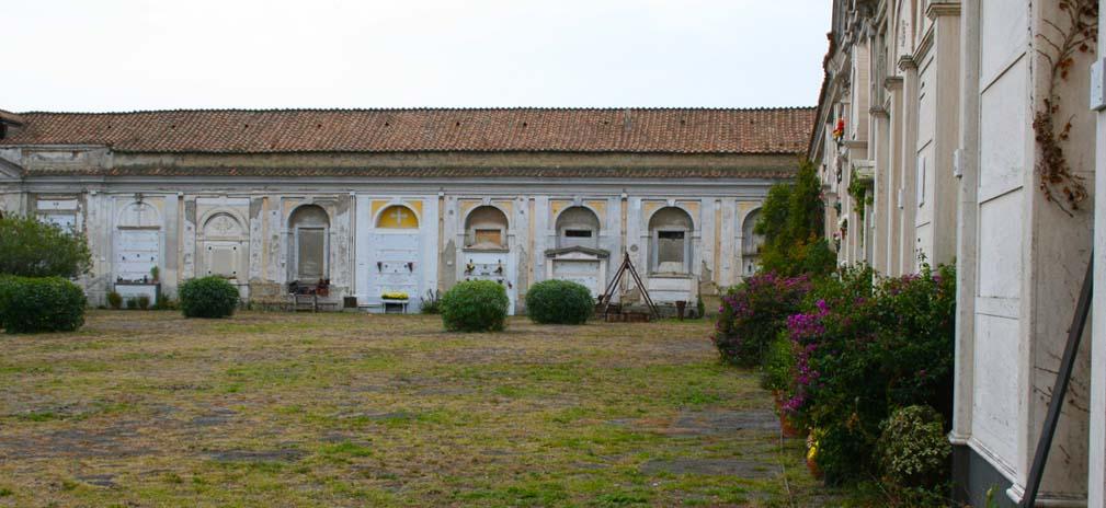 interno Cimitero delle 366 Fosse