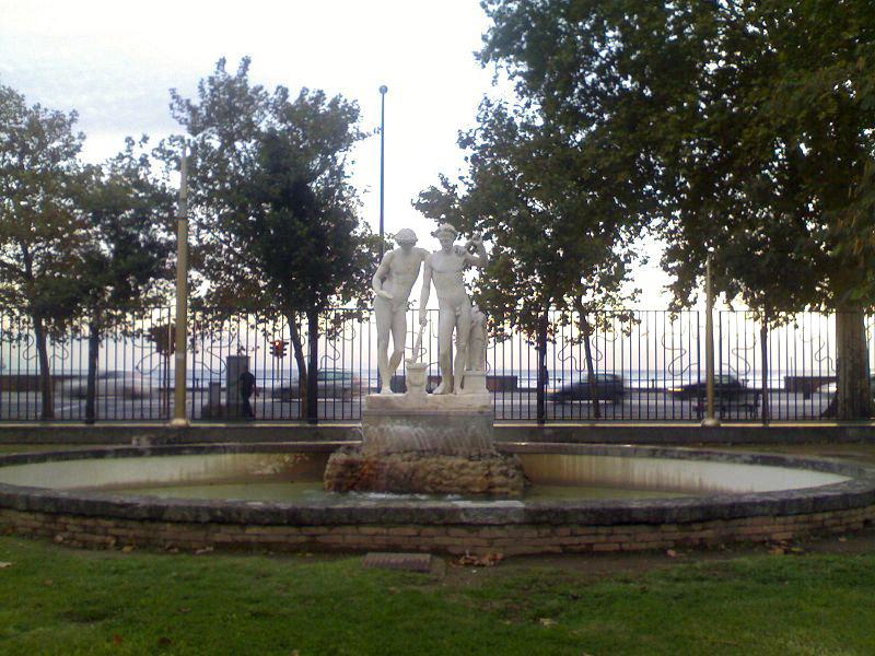 fontana castore e polluce napoli