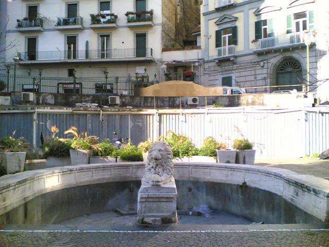 fontana del leone napoli