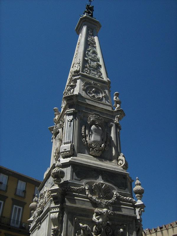 obelisco san domenico napoli