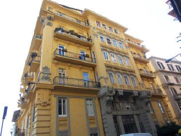 facciata palazzo acquaviva coppola a napoli