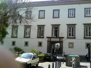 facciata palazzo arcivescovile di napoli