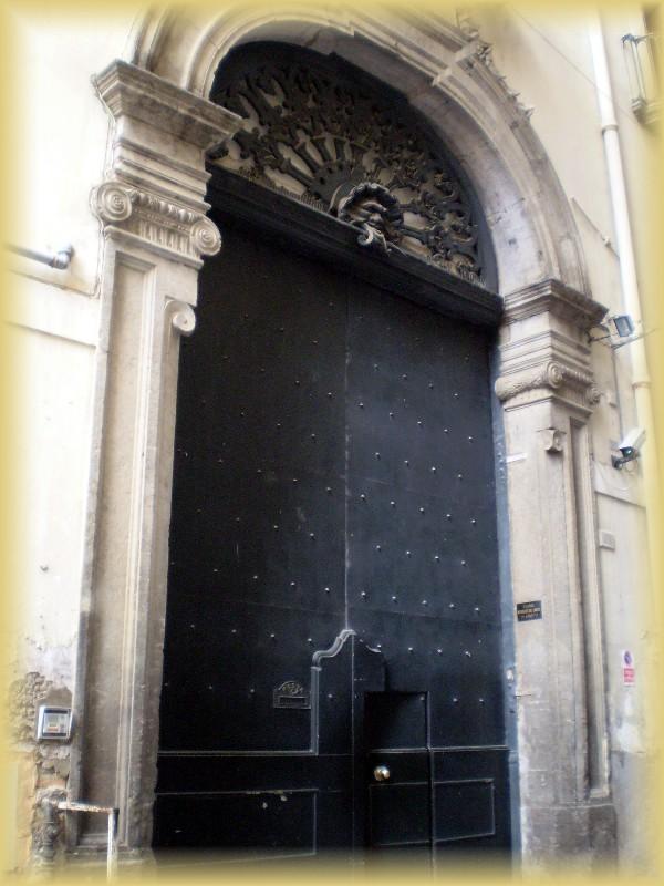 portone palazzo capuano
