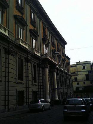 facciata palazzo caracciolo di Torella o carafa di policastro a napoli