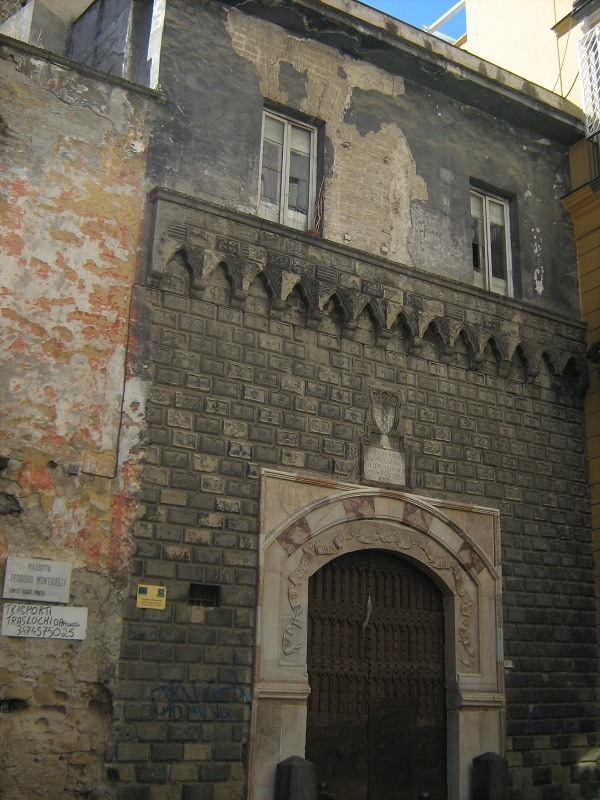 facciata palazzo de penna napoli