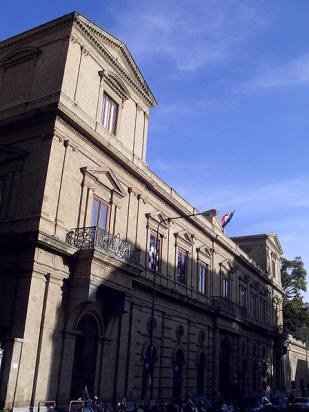facciata palazzo grenoble a napoli