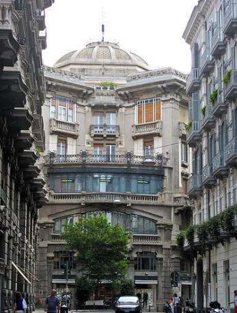 facciata palazzo mannajuolo a napoli