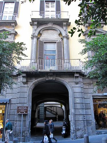 facciata palazzo miranda o medici di ottajano a napoli