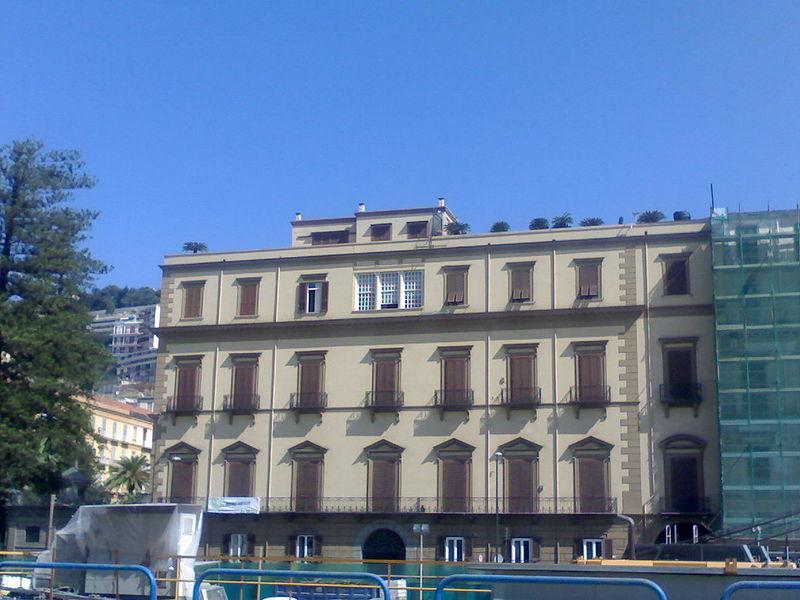 facciata palazzo ruffo della scaletta a napoli