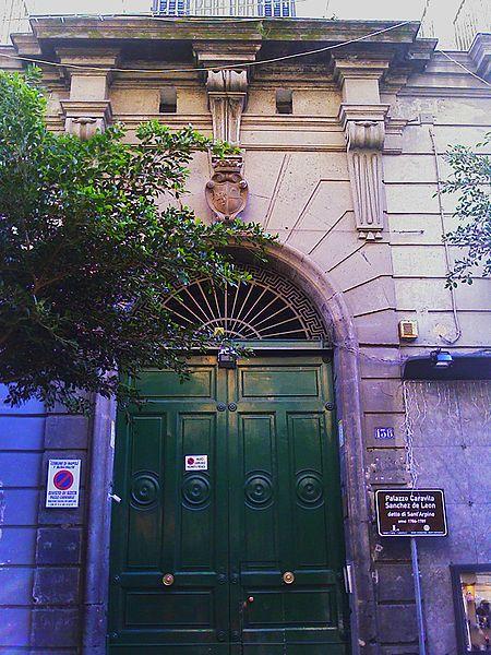 portlae palazzo sant'arpino a napoli