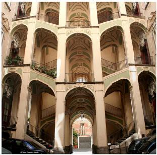scala palazzo dello spagnolo a napoli