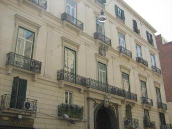 facciata palazzo tapia a napoli