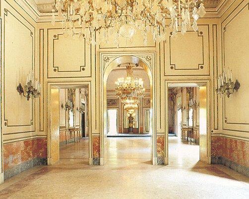 sala degli specchi villa pignatelli acton a napoli